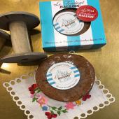 Un délicieux fondant au chocolat relevé d'une légère touche de caramel et un gâteau parfumé au rhum et recouvert d'un glaçage au citron vert…. Des douceurs directement arrivées de La Baule : des créations @fondantbaulois  Arrivage limité… 😋   #moncoeurvalence #valence #villedevalence #valenceromanstourisme #valenceromansagglo #valenceengastronomie #valléedelagastronomie #drôme #ardèche #épiceriefine #gourmet #caviste #prenezsoindevous💖
