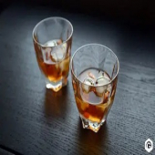 #jeudirecette  Aujourd'hui, une recette #àconsommeravecmodération proposée par nos amis ardéchois  @gastronomico.fr : le cocktail Almond Old Fashioned base Bourbon au bon goût d'amande   - mélanger 6cl de Bourbon @buffalotrace_101 , 1,5cl d'amaretto @joseph.cartron , 5 gouttes d'Angostura bitters et des glaçons, - verser dans un verre et ajouter 6 amandes préalablement grillées au four  Découvrez d'autres recettes 😋 sur www.gastronomico.fr et ayez le réflexe www.boutique-laurent.fr pour vos ingrédients ☺️😉  #moncoeurvalence #valence #villedevalence #valenceromansagglo #valenceromanstourisme #drôme #ardèche #épiceriefine #gourmet #cave #prenezsoindevous💖